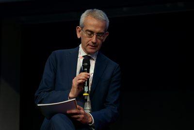 Moderatore della tavola rotonda Federico Fubini